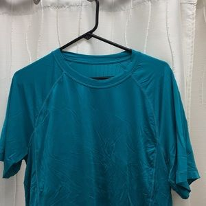 Lululemon commuter tee